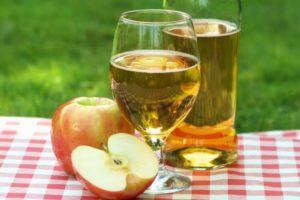 яблочный сок также содержит алкоголь