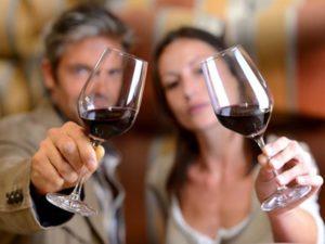 Качественное красное сухое вино не повышает давление