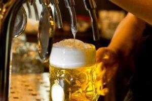 Безалкогольное пиво часто пьют литрами