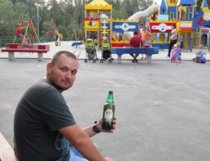 на детских площадках запрещено пить пиво