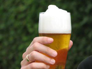 безалкогольное пиво на улице