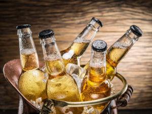 Все алкогольные напитки содержат этиловый спирт