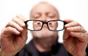ухудшение слуха и зрения