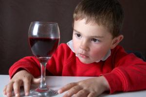 Ребёнок растёт в семье алкоголиков