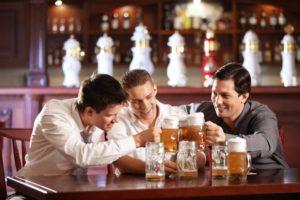 пиво можно пить в баре