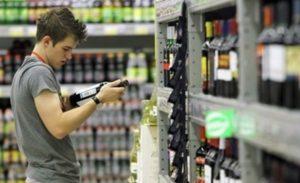 алкоголь разрешено покупать после 18 лет