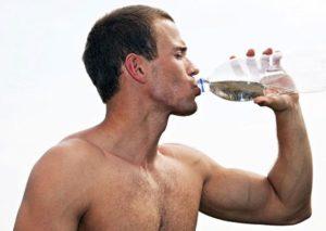 Pite vodyi na trenirovke