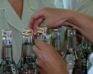 Kak raspoznat palYonuyu vodku